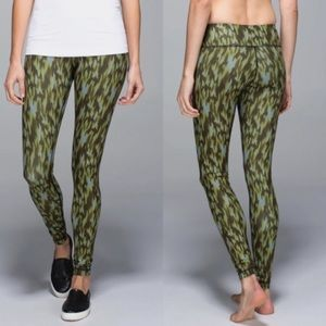 Lululemon Athletica winder under pant leggings